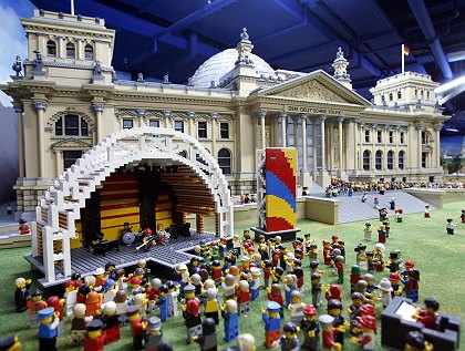 Photo of the Reichstag made from LEGO Bricks