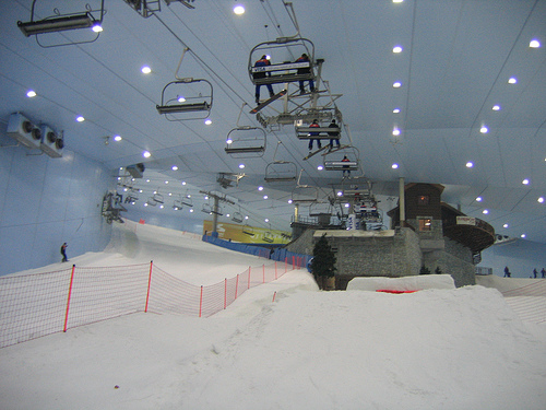 Photo of indoor ski mountain Ski Dubai